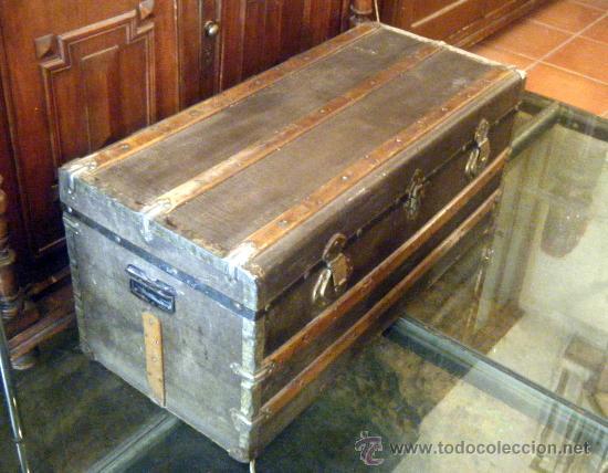 BAUL DE VIAJE TAPA PLANA MADERA FORRADO EN TELA (Antigüedades - Muebles Antiguos - Baúles Antiguos)