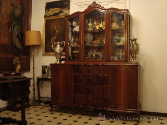 Antigua vitrina madera tratada tallada cri comprar for Recogida muebles cadiz