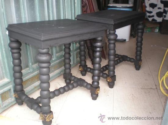 PAREJA DE MESITAS TORNEADAS (Antigüedades - Muebles Antiguos - Veladores Antiguos)