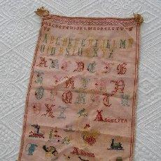 Antigüedades: DECHADO MUESTRARIO ANTIGUO DE PUNTO DE CRUZ 1918. Lote 26532283