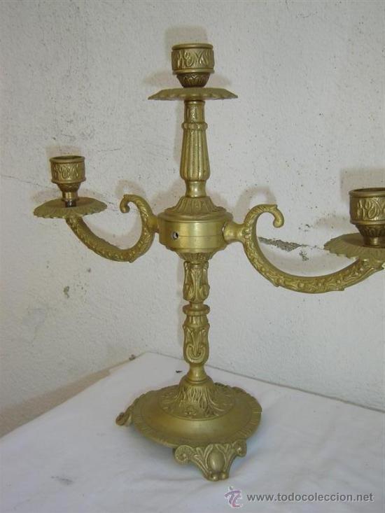 Antigüedades: pareja de candelabros de bronce antiguos - Foto 2 - 26556589