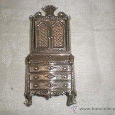 Antigüedades: MUEBLE EN PLATA DE MINIATURA. Lote 26666564