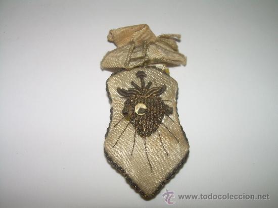 ANTIGUO ESCAPULARIO BORDADO HILO DE ORO. (Antigüedades - Religiosas - Escapularios Antiguos)