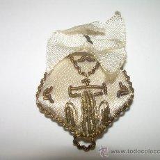 Antigüedades: ANTIGUO ESCAPULARIO BORDADO HILO DE ORO......MONTSERRAT. Lote 26708943