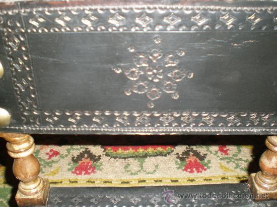 Antigüedades: silla torneada con cuero negro - Foto 3 - 26728309