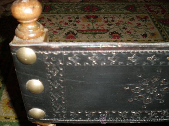 Antigüedades: silla torneada con cuero negro - Foto 2 - 26728309