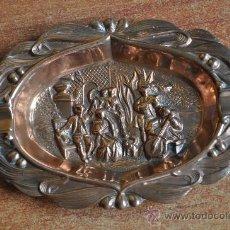 Antigüedades: ANTIGUO CENICERO DE COBRE CON PRECIOSA ESCENA. Lote 26818962
