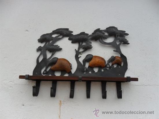 REPIZA CON PERCHERO DE LATON Y MADERA DE TEKA (Antigüedades - Muebles Antiguos - Repisas Antiguas)