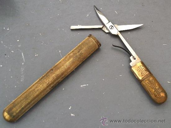 Antigüedades: juego de manicura incompleto, de cuero, con tijeras en estuche de laton, publicidad cerveza trimalta - Foto 4 - 27000216