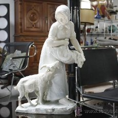 Antigüedades: GRAN FIGURA DE PORCELANA AUSTRIACA FIRMADA. SELLO EN BASE TURN (PERIODO 1899-1918). ALTURA: 60 CMS. . Lote 27179645