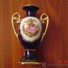 Antigüedades: JARRONCITO DE PORCELANA DE LIMOGES. Lote 27239348
