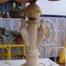 Antigüedades: MUY DECORATIVA LAMPARA VINTAGE. CUERPO DE MARMOL VENECIANO O ALABASTRO 1920-1940. Lote 27298421