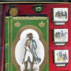 Antigüedades: BOTELLA Y JUEGO DE VASOS NAPOLEON EN PORCELANA LIMOGES. Lote 27360893