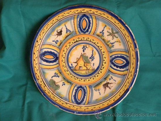 PLATO CERAMICA TRIANA ( SEVILLA) CON CASA Y PÁJAROS PRINC,S.XX (Antigüedades - Porcelanas y Cerámicas - Triana)