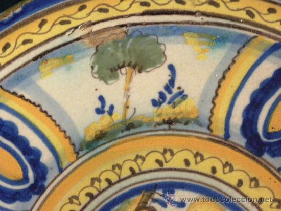 Antigüedades: Plato ceramica Triana ( Sevilla) con casa y pájaros princ,S.XX - Foto 4 - 27384582