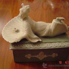 Antigüedades: BONITA CAJA DE BISCUIT VERDE Y BLANCO . Lote 27405102