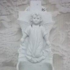 Antigüedades: BENDITERA DE ANGEL EN BISCUIT ANTIGUA NUMERADA. Lote 27457992