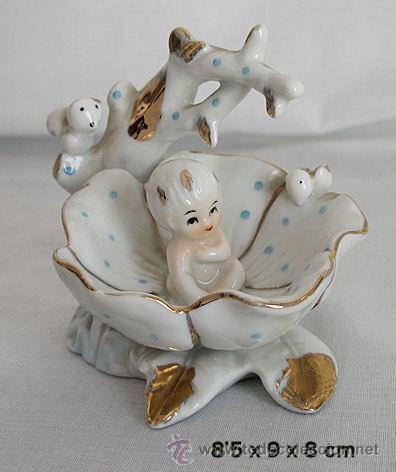 BEBE DENTRO DE FLOR FIGURA DE PORCELANA PRECIOSA (Antigüedades - Porcelanas y Cerámicas - Otras)