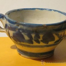 Antigüedades: TAZA EN CERAMICA VIDRIADA Y DECORADA EN AZUL ANTIQUISIMA - PIEZA DE MUSEO. Lote 27542069