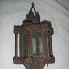 Antigüedades: PEQUEÑO FAROLILLO ANTIGUO DE HOJALATA Y CRISTAL. Lote 27542524