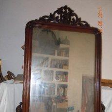 Antigüedades: ESPEJO ISABELINO CON COPETE TALLADO. Lote 27824999