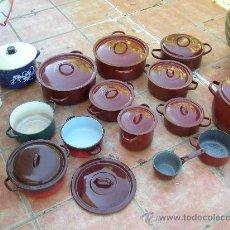 Antigüedades: LOTE DE OLLAS Y CAZUELAS ESMALTADAS CON SUS RESPECTIVAS TAPADERAS- CAZUELA. Lote 27612726