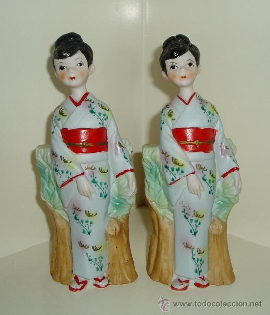 DOS FIGURAS MUJER CON KIMONO DE PORCELANA PINTADA SIN BARNIZAR. MADE IN JAPAN. ALTURA 17 CM (Antigüedades - Porcelana y Cerámica - Japón)