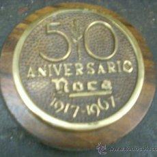 Antigüedades: MEDALLA CONMEMORATIVA ROCA 1967 PORCELANA Y CERAMICA 50 ANIVERSARIO 1917-1967 PROCEDE DE MANISES. Lote 55814590