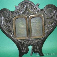 Antigüedades: PRECIOSO Y ANTIGUO PORTARRETRATOS EN MADERA TALLADA. SG.XIX. ART NOUVEAU DIVIDIDO. MIDE 30 X 28 CM.. Lote 50599595