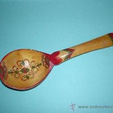 Antigüedades: ANTIGUA CUCHARA DE MADERA PINTADA A MANO. Lote 27712717