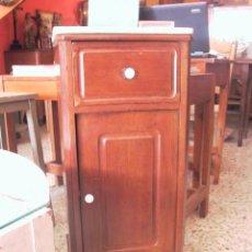 Antigüedades: ANTIGUA MESITA DE NOCHE DITADA CAOBA. Lote 27731300