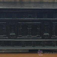 Antigüedades: CAJA O ARCA DE NUVIA DE LAS LLAMADAS DE ARCOS. SIGLO XVIII EN MADERA TALLADA. Lote 27852069