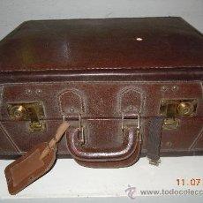 Antigüedades: MALETA DE PIEL DE LOS AÑOS 40. Lote 27886308