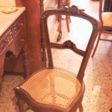 Antigüedades: BONITA SILLA DE TOCADOR EN NOGAL. Lote 27977746