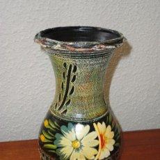 Antigüedades: PRECIOSOS JARRÓN DE ARCILLA PINTADO A MANO. 26 CM. Lote 28167671