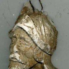 Antigüedades: RELIEVE EN ESTUCO : CABALLERO. Lote 28022752