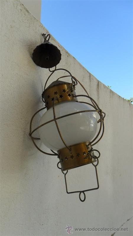 FAROL DE METAL Y TULIPA DE CRISTAL OPALINA (Antigüedades - Iluminación - Faroles Antiguos)