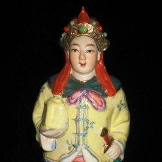Antigüedades: ANTIGUA FIGURA ORIENTAL DE GUERRERO EN BISCUIT Y PORCELANA CHINA PINTADA A MANO SELLADA Y NUMERADA. Lote 28069262