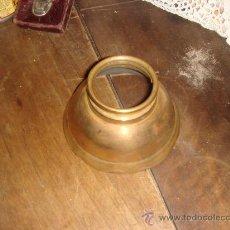 Antigüedades: PARTE DE QUINQUE. O TULIPA DE LATÓN DEL SIGLO XIX. Lote 28083634