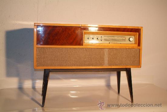Mueble radio tocadiscos comprar repisas antiguas en for Muebles para tocadiscos