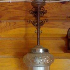 Antigüedades: ESPECTACULAR LÁMPARA COLGANTE ANTIGUA DE CHAPA Y CRISTAL AÑOS 40. Lote 28333989