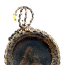 Antigüedades: PEQUEÑO RELICARIO VIRGEN DEL CARMEN REALIZADO CON HILO DORADO FINALES S XIX. Lote 28400793