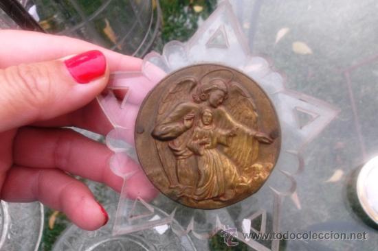 antigua chapa cuna metal dorado ángel de la gua - Comprar Medallas ...