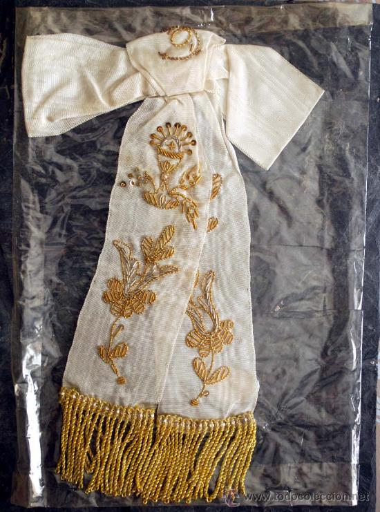 LAZO 1ª COMUNION. BORDADO. HILO DORADO Y FLECOS. (Antigüedades - Religiosas - Ornamentos Antiguos)