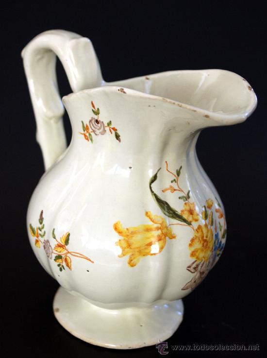 ALCORA - ANTIGUA JARRA DE PICO PATO CON DECORACIÓN FLORAL - MARCAS EN LA BASE (Antigüedades - Porcelanas y Cerámicas - Alcora)