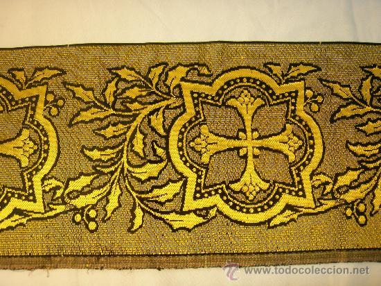 TIRA ANTIGUA DE TELA CON CRUCES EN NEGRO Y ORO (Antigüedades - Religiosas - Cruces Antiguas)