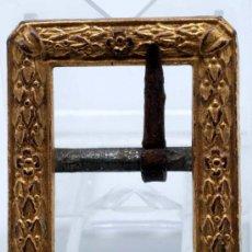 Antigüedades: HEBILLA IMPERIO EN BRONCE DORADO PPOS S XIX. Lote 28586570