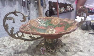 Antigüedades: ANTIGUO CENTRO DE MESA EN CERÁMICA Y BASE DE BRONCE DE LOS AÑOS 50/60 DIBUJOS EN RELIEVE - Foto 3 - 28624493