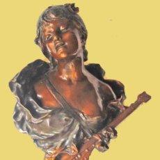 Antigüedades: BRONCE PATINADO DE JOVEN CON MANDOLINA. Lote 28626544