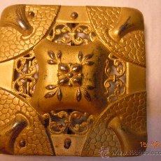 Antigüedades: HEBILLA MODERNISTA DE METAL DORADO MATE. Lote 28659551